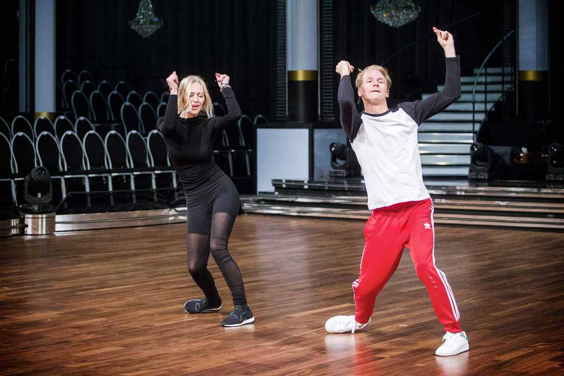 Isabel Adrian och danspartnern Fredric Brunberg övar.