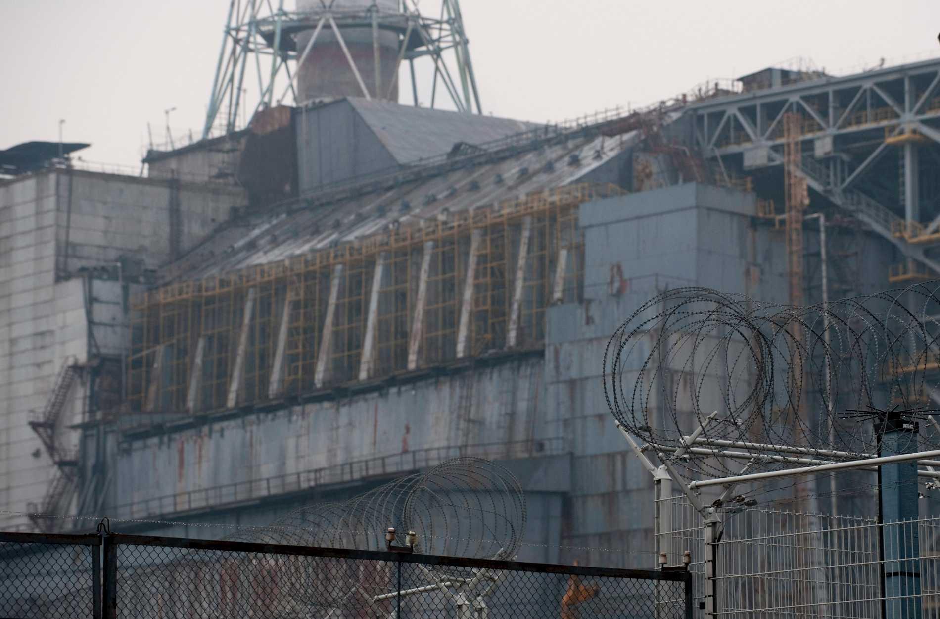 Sarkofagen över reaktor 4 i Tjernobyl. Arkivbild.