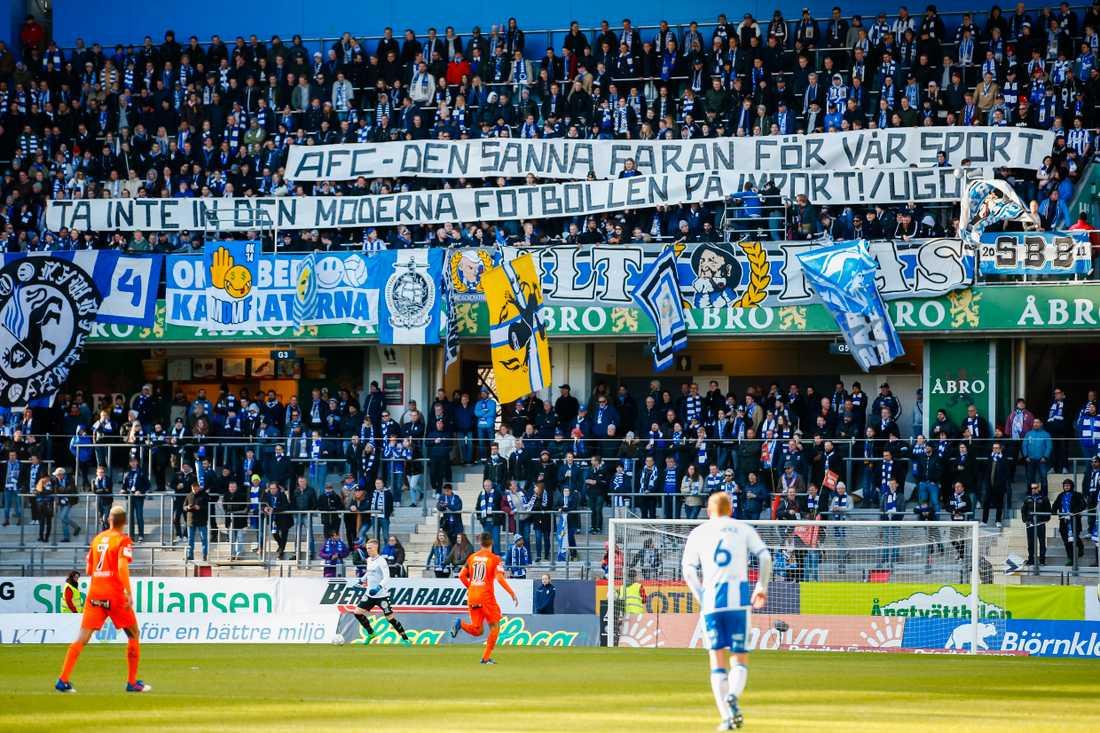 Göteborgs supportrar med banderoll mot Eskilstuna