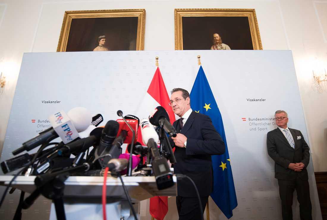Heinz-Christian Strache anländer till presskonferensen där han meddelade att han avgår som vice förbundskansler och FPÖ:s ledare. Arkivbild.