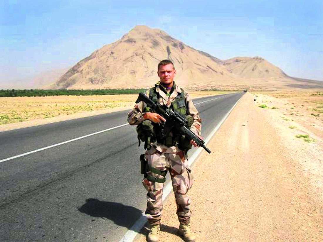 """""""HAN HADE STENKOLL"""" Kenneth Wallin hade först planer på att bli ridande militär, men uppmanades att söka till fjälljägarna. """"Jag tror att han trivdes väldigt bra inom försvaret, det passade honom"""", säger en vän som har varit i Afghanistan samtidigt."""