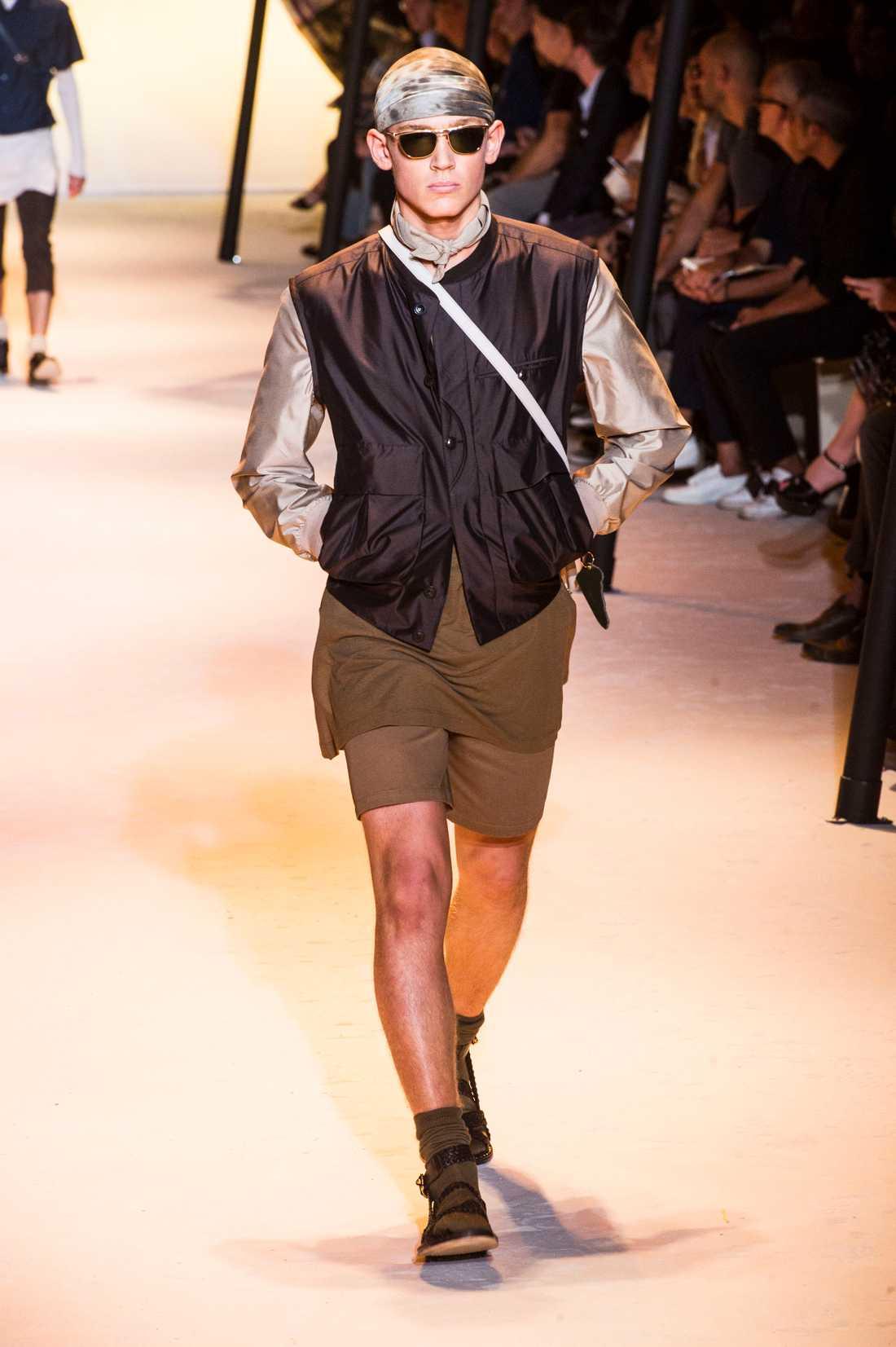 En av modellerna som bar strumpor och sandaler på modeveckan i Milano.