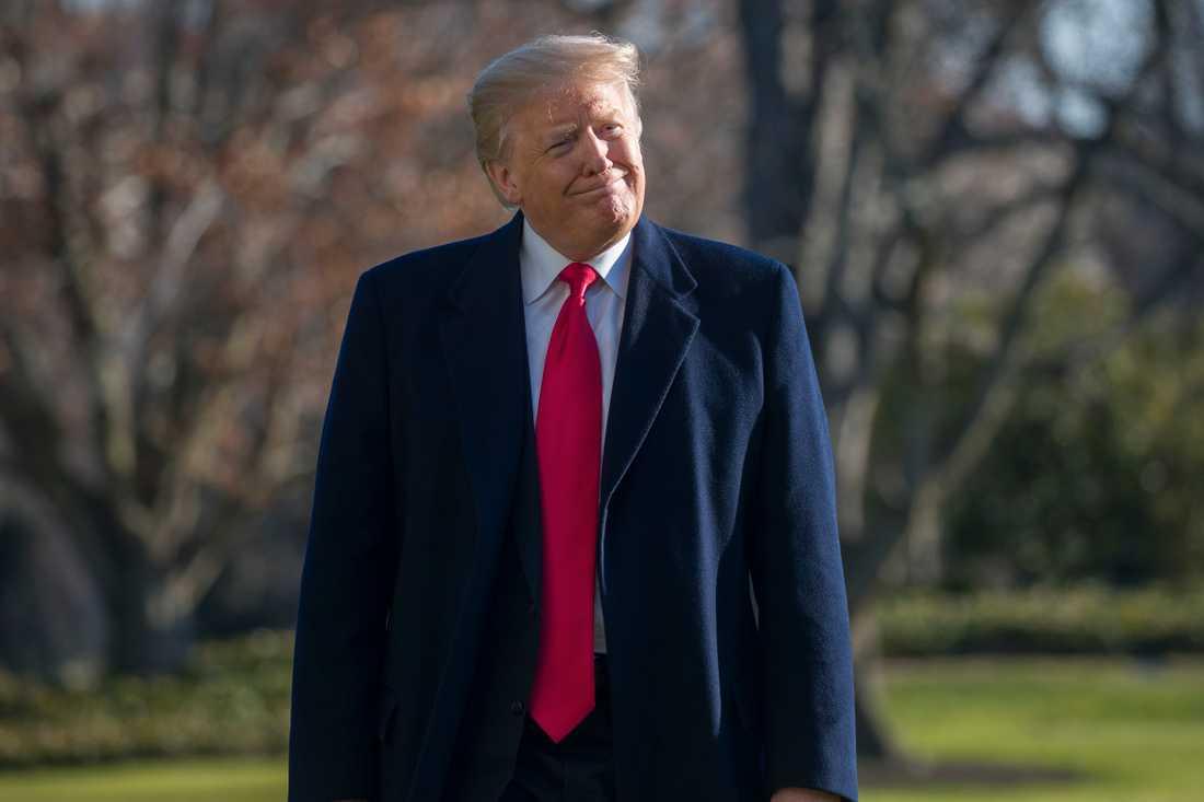 Donald Trump utanför Vita huset i går.