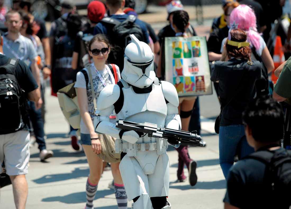 I USA är Comic Con stort. Här ser vi en Stormtrooper på promenad i San Diego.