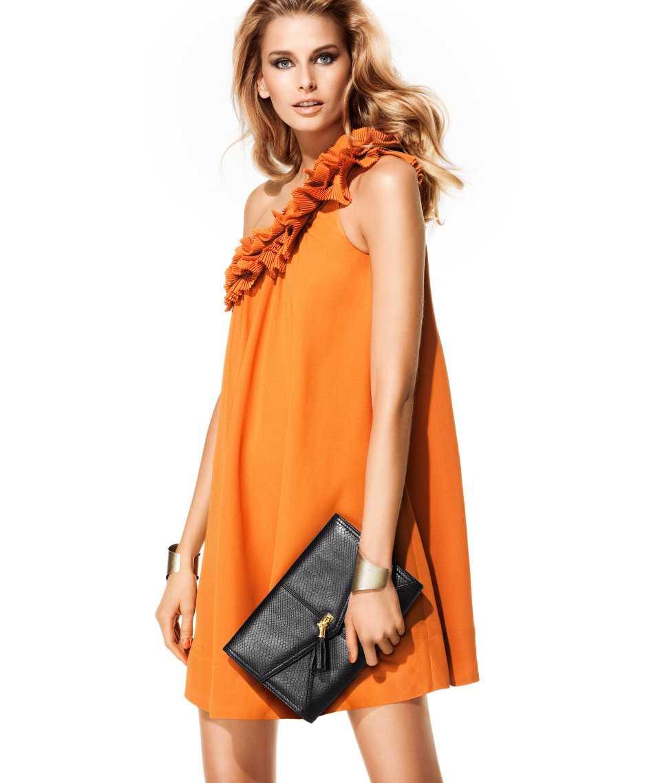 Klänning med volangkant upptill, 399 kronor, hm.se