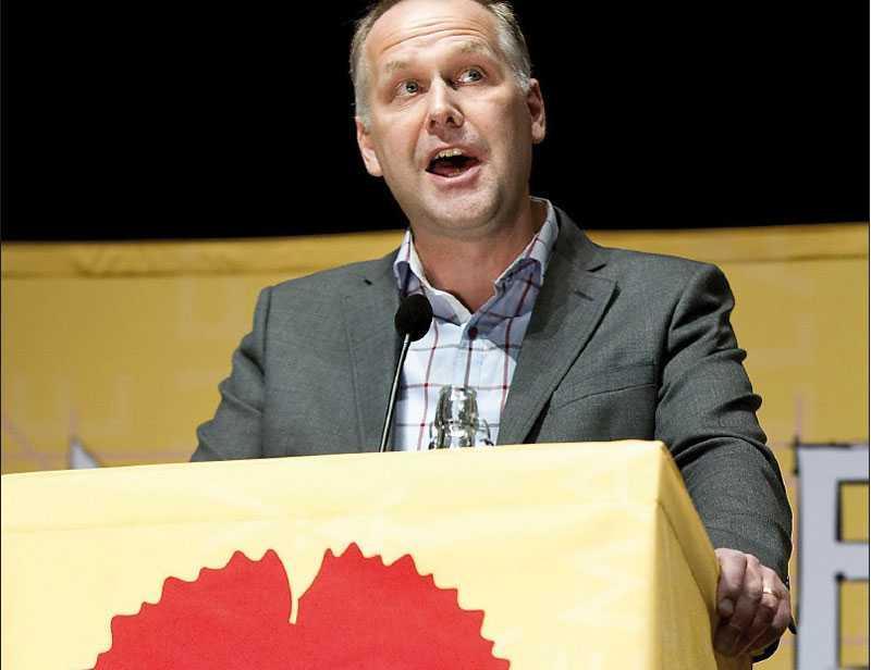 rödgröna drömmar  Vänsterpartiets nye ledare Jonas Sjöstedt har höga ambitioner – han vill erövra de miljömässiga ödesfrågorna och rädda demokratin.