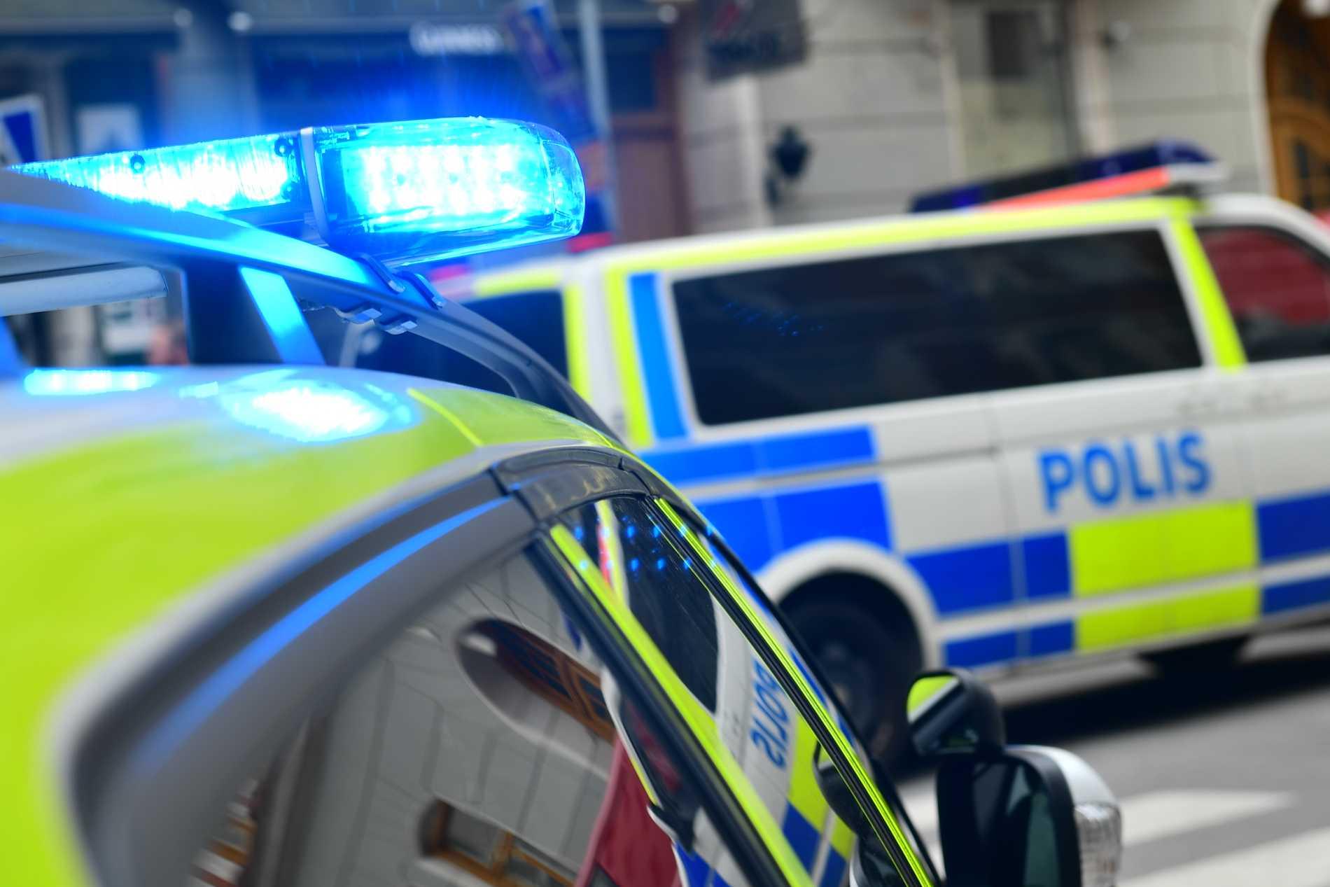 Polisen fortsätter arbetet på plats fastän två män har gripits. Arkivbild.