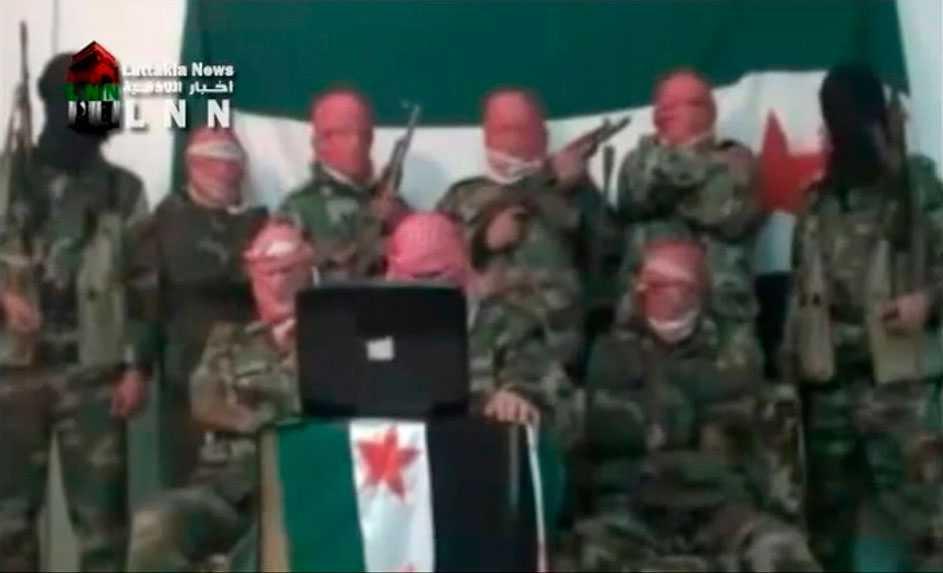 Syriska militärer som har hoppat av de regimtrogna styrkorna.