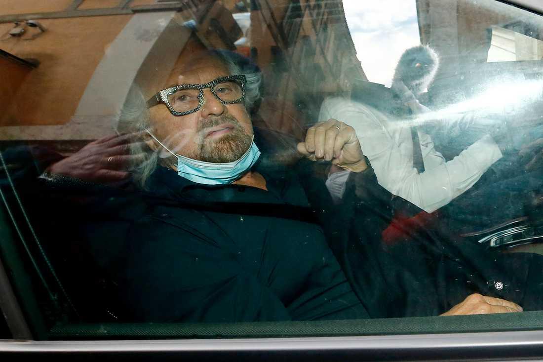 Beppe Grillo, inflytelserik ledare av italienska Femstjärnerörelsen, anländer till ett möte i Rom i februari.