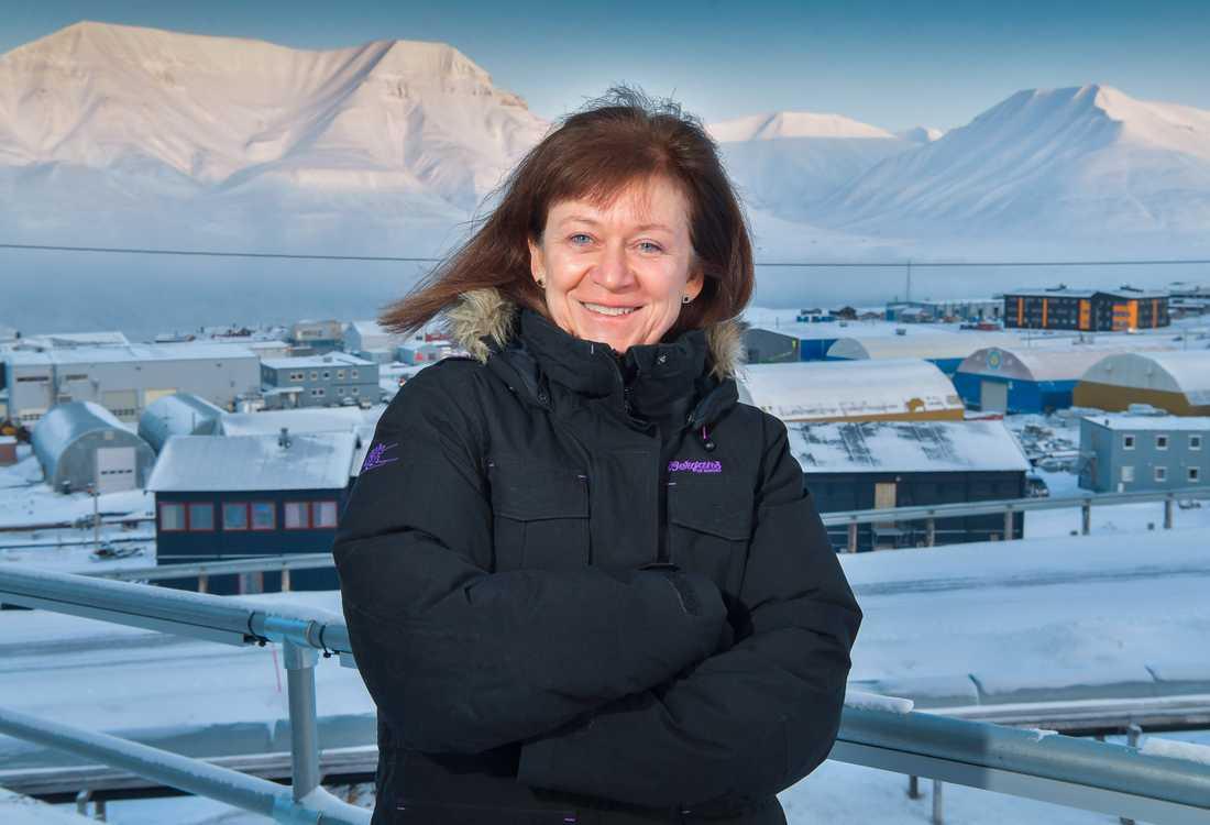 Sysselmannen Kjerstin Askholt är den norska regeringens högsta representant på Svalbard. Hon vill inte prata storpolitik, men tycker att relationen mellan Longyearbyen och Barentsburg är god.