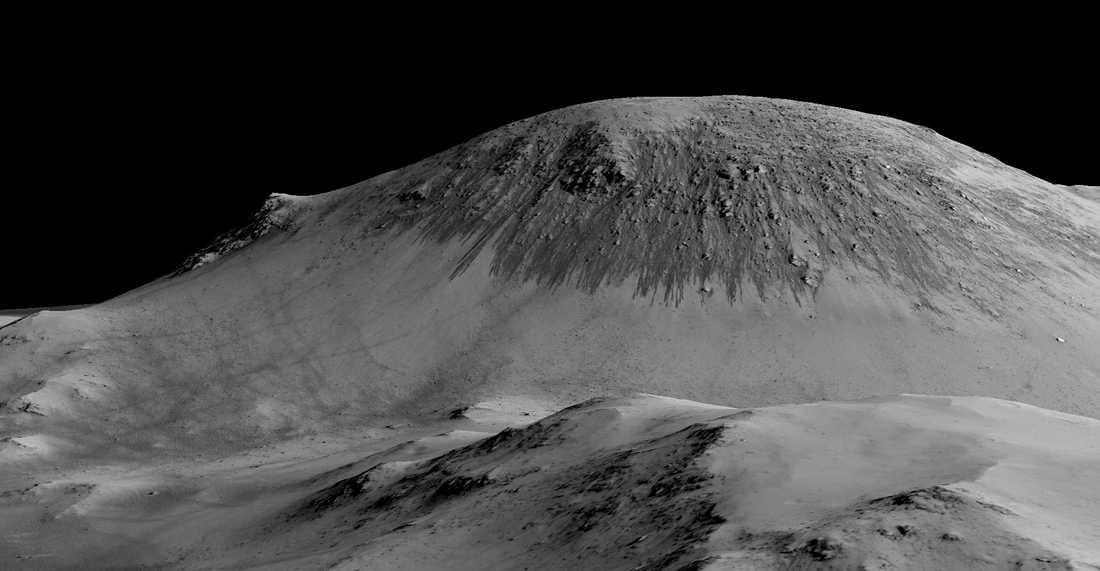 Vatten tros ha runnit nerför den här sluttningen på Mars. De mörka stråken är saltlösningar som bildats av vattnet.