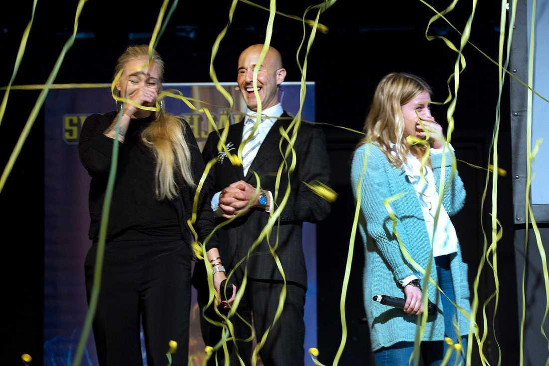Julia och Emma från föreningen Tillsammans utsågs till årets första Svenska hjältar.