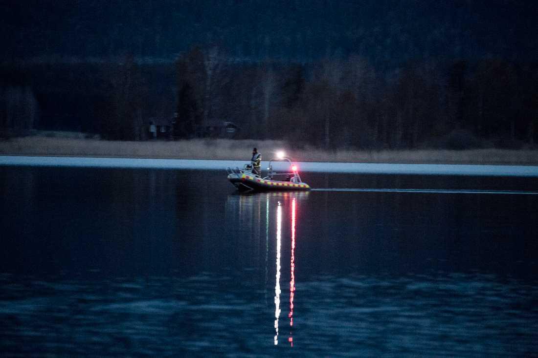 Den unga kvinnans kropp hittades i sjön vid expojkvännens gård.