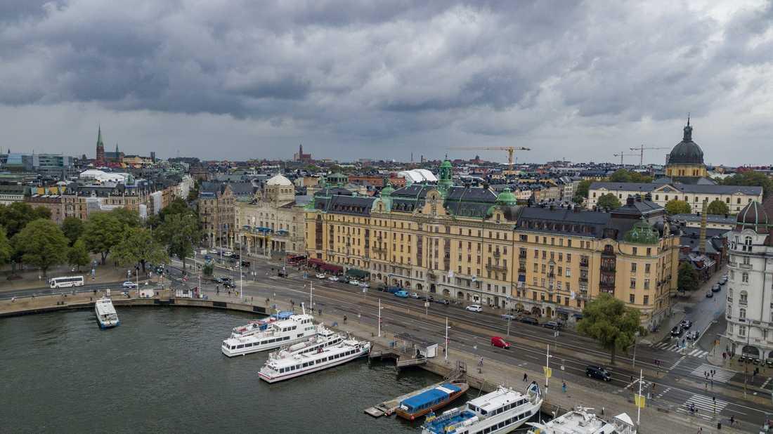 På Östermalm i Stockholm lever kvinnor i snitt tre år längre än i Skärholmen.