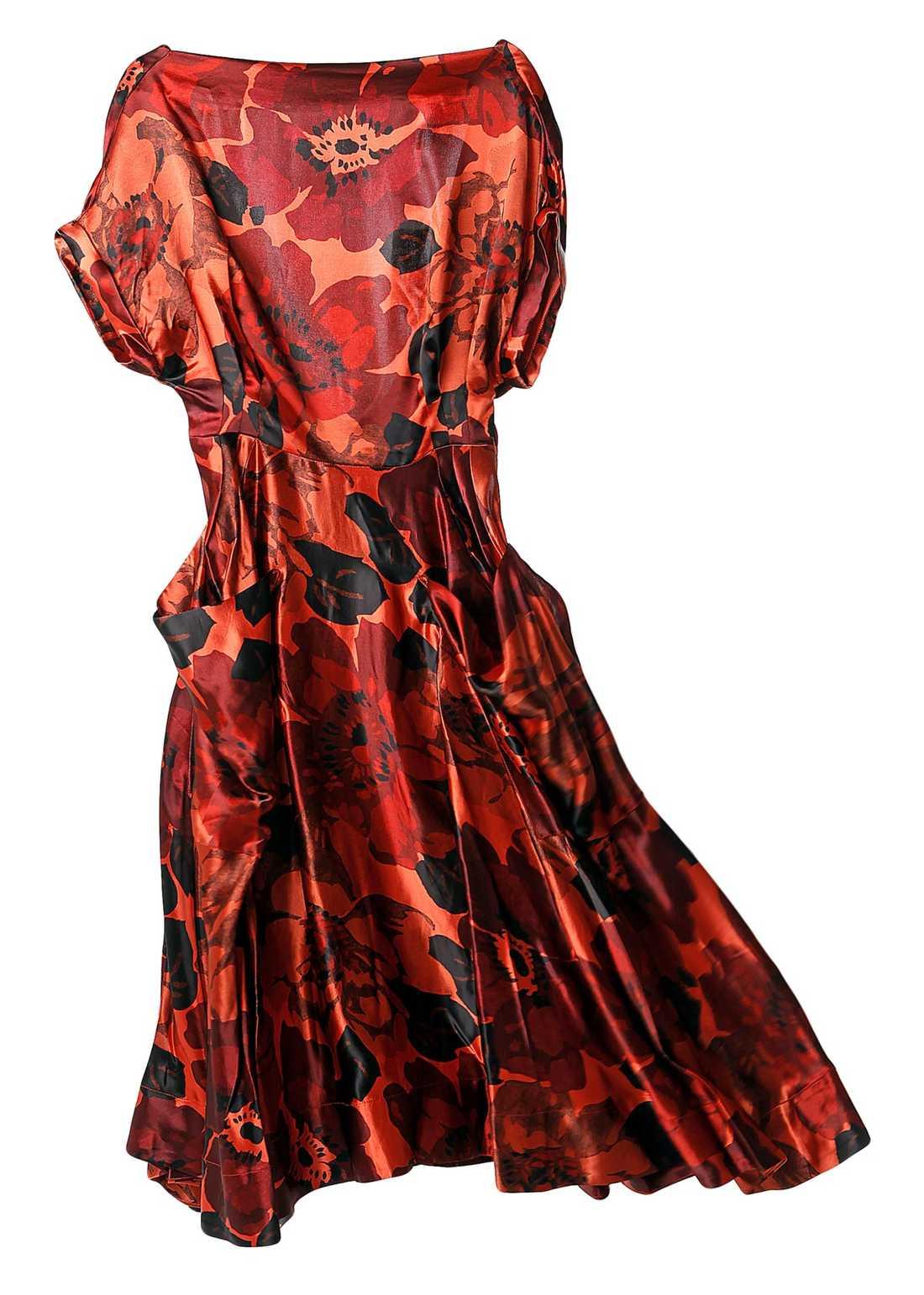 Rött H&M. 599 krTrots att det är höst stannar blomtrenden kvar!