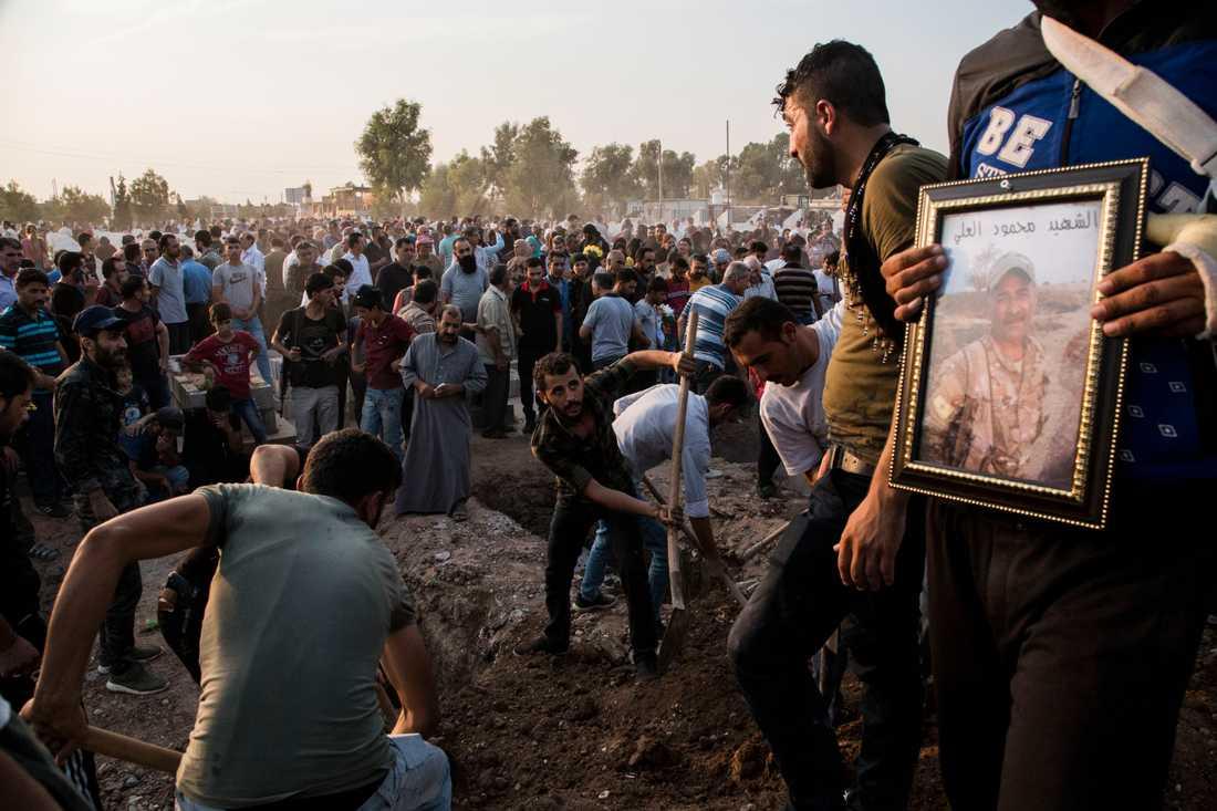 Begravning av människor som dött i samband med turkiets invasion hölls under lördagen.
