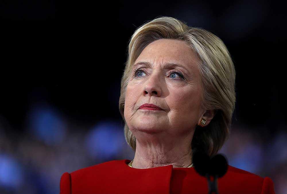 Det finns ännu, rent teoretiskt, en mikroskopisk chans för Hillary Clinton att utses till USA:s nästa president.
