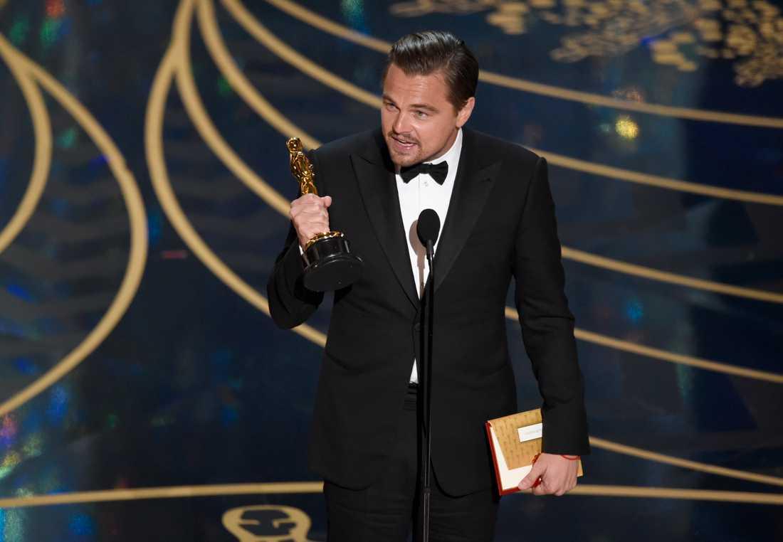 Leonardo DiCaprio passade på att leverera ett brandtal om miljön – och tacka för sin statyett på Oscarsgalan.
