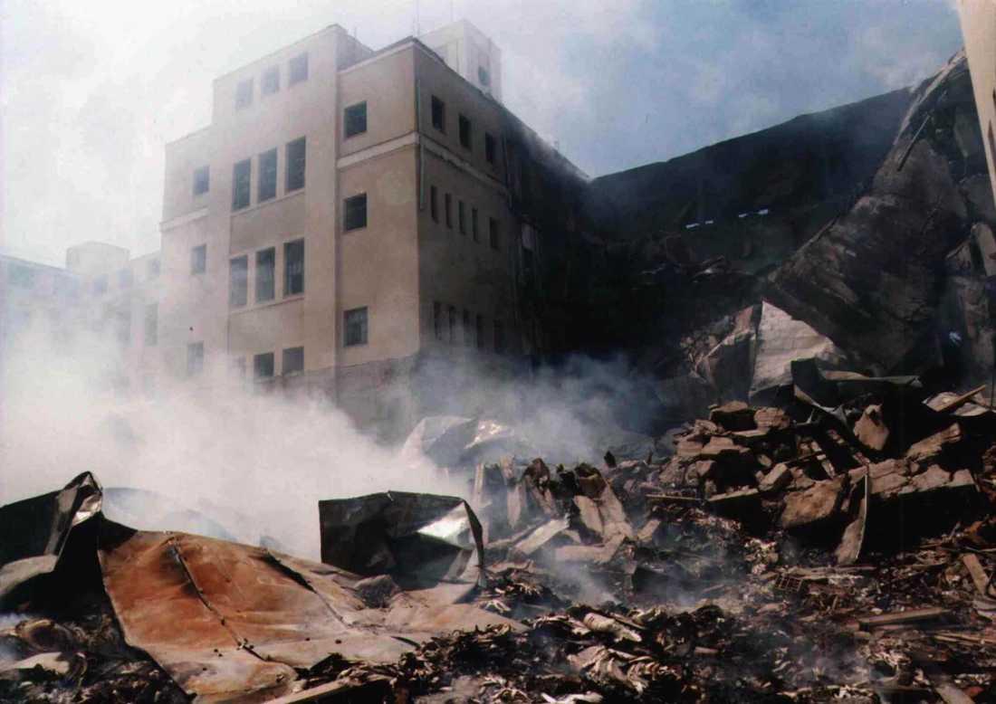 Den bombade tobaksfabriken i Nis, Serbien, 30 maj 1999.