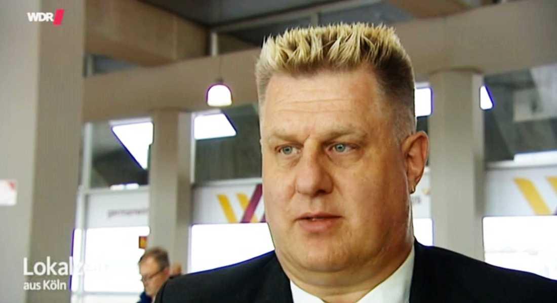 Piloten Frank Woiton hyllades i veckan för sitt lugnande tal till passagerarna på ett av Germanwings flygplan.