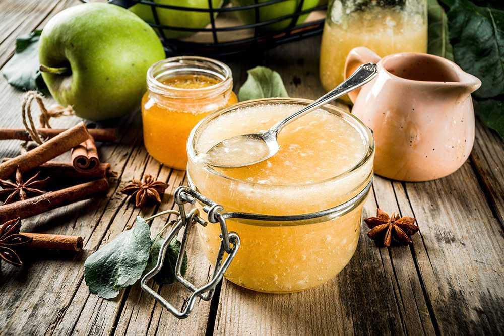 Hemlagat äppelmos kan smaksättas med dina favoritkryddor.