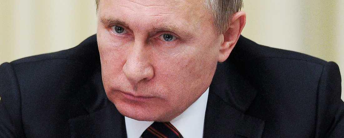 """NAPOLEON? Dagens Ryssland är ett typexempel på """"Bonapartism"""". En auktoritär borgerlig regim som balanserar sin makt genom att försöka tillgodose flera olika sociala gruppers intressen."""