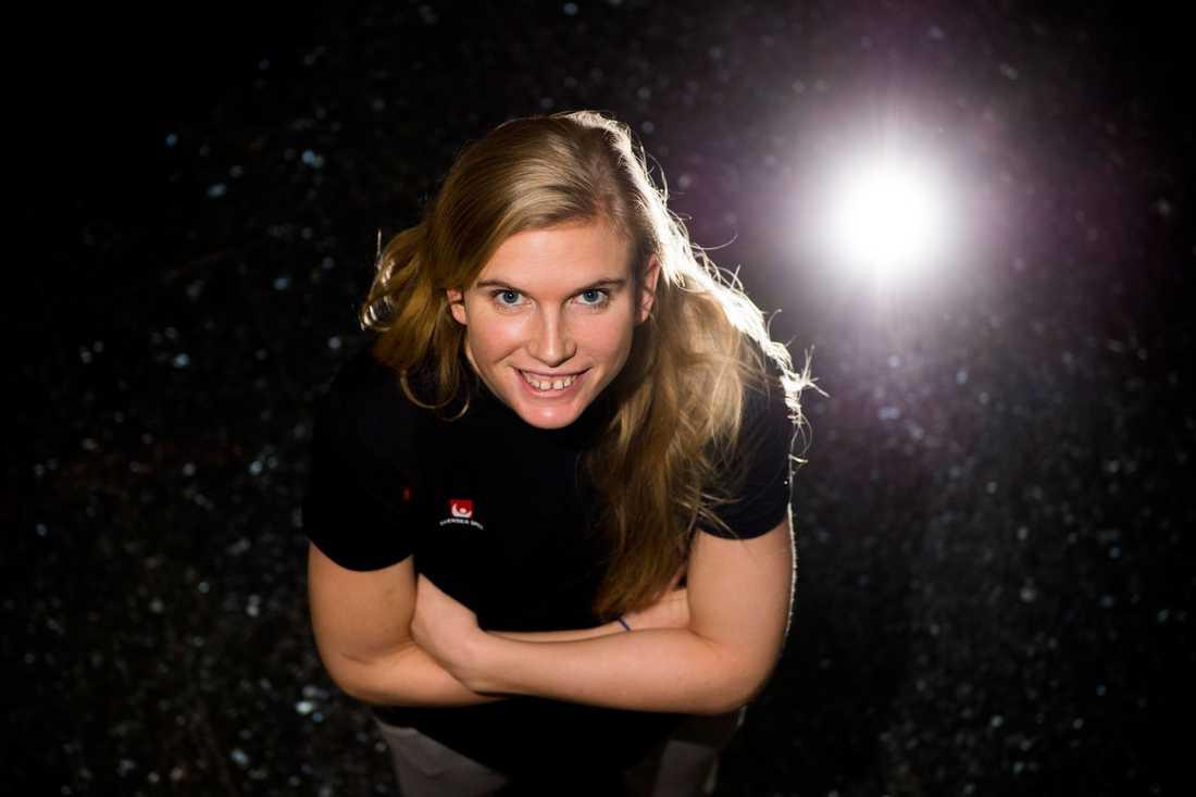 Jenny Alm Ålder: 25. Position: Vänsternia:  Klubb: Sävehof.