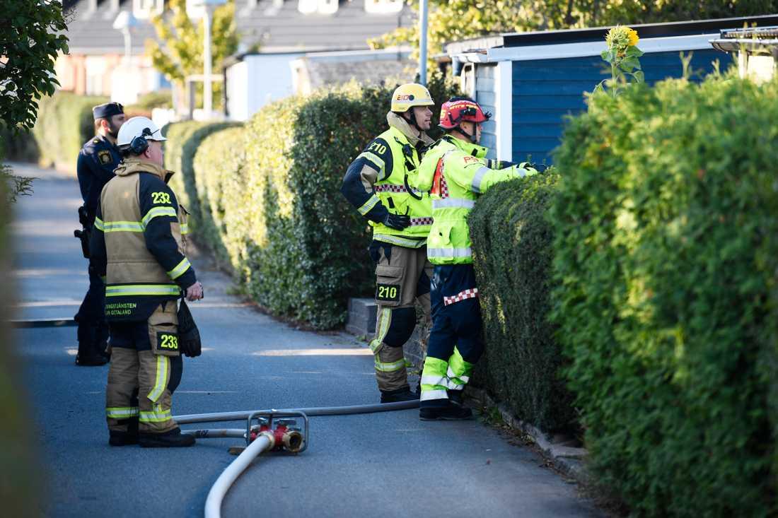 Räddningstjänsten på plats efter radhusbrand i Linköping.