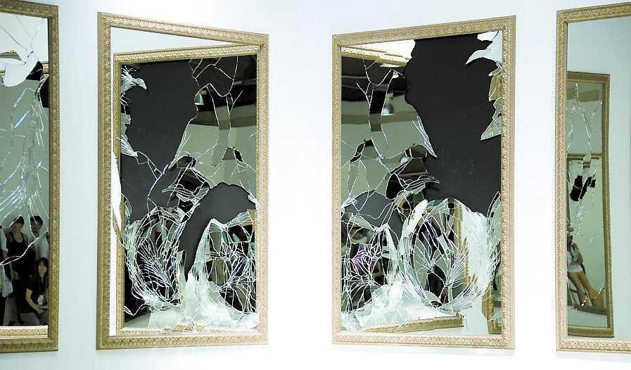 "Michelangelo Pistoletto: ""Seventeen Less One"", 2008."