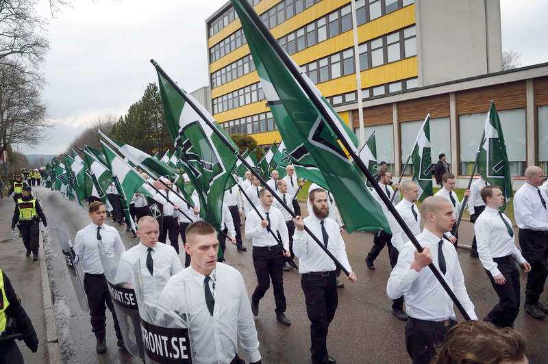 Nazistiska Nordiska motståndsrörelsen marscherade i Borlänge på första maj 2016.