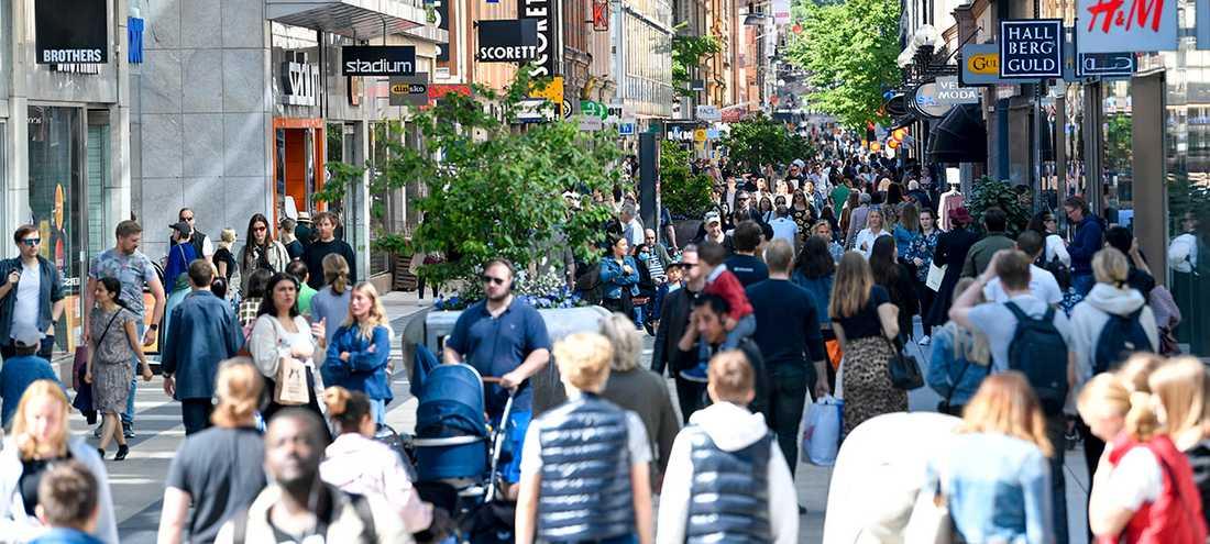 Shoppingmyller på Drottninggatan i Stockholm.