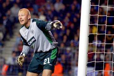 TILL SERIE A-JUMBON Magnus Hedman har fått lite speltid sedan missen i Champions League mot Lyon. Nu lånas den svenska landslagsmålvakten ut till krisklubben Ancona.