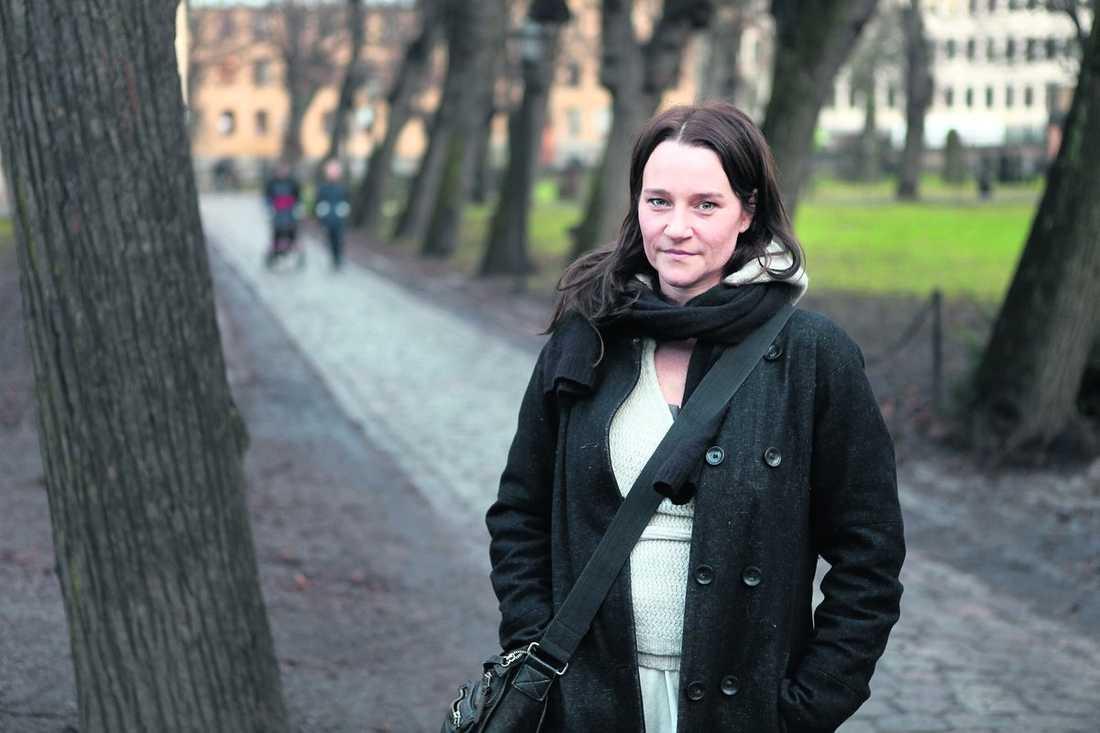 """Annika Hallin har många projekt i gång. Nu syns hon på bioduken i """"Luftslottet som sprängdes"""", och i rutan med SVT:s """"Morden"""". """"Jag tycker jag har badat i asbra film- och tv-projekt de senaste åren"""", säger hon. Foto: Urban Andersson"""