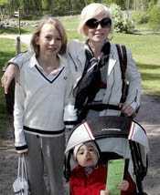 Josefin Craaford med sina söner Roderick och Charlie.