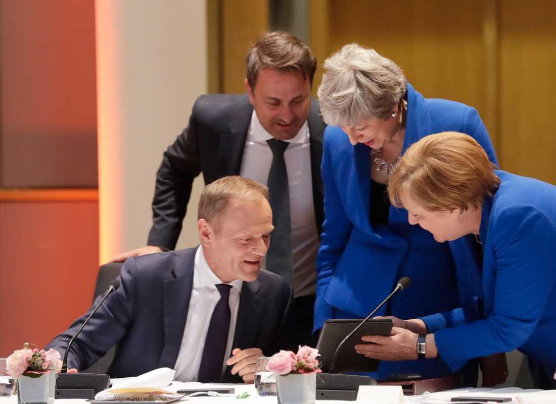 EU:s permanente rådsordförande Donald Tusk, Luxemburgs premiärminister Xavier Bettel, Storbritanniens premiärminister Theresa May och Tysklands förbundskansler Angela Merkel letar lösningar om brexit på onsdagens toppmöte i Bryssel.