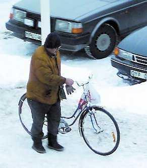 Burkjakt Curt Degerman på en burk-runda i stan.
