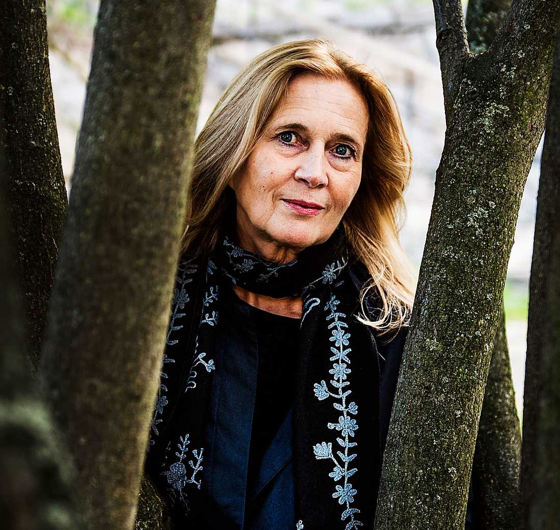 Katarina Frostenson (född 1953) släpper en ny diktsamling mitt i krisen i Svenska Akademien.