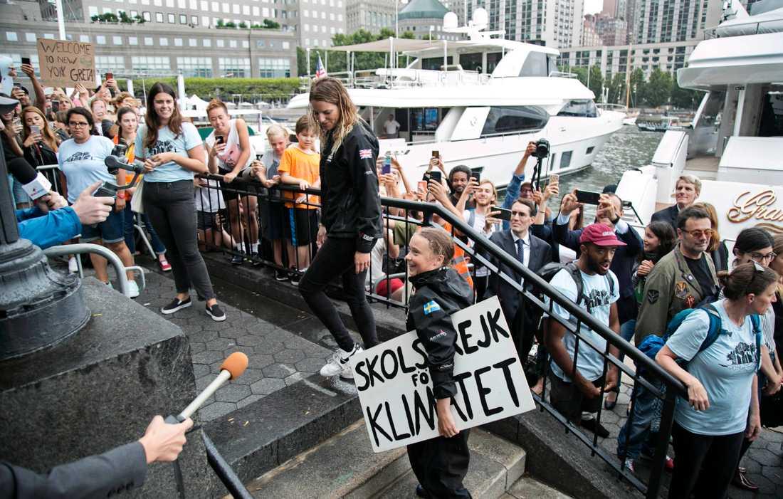 Historiskt mottagande av Greta Thunberg när hon steg i land i New York efter 15 dagar på sjön i onsdags.