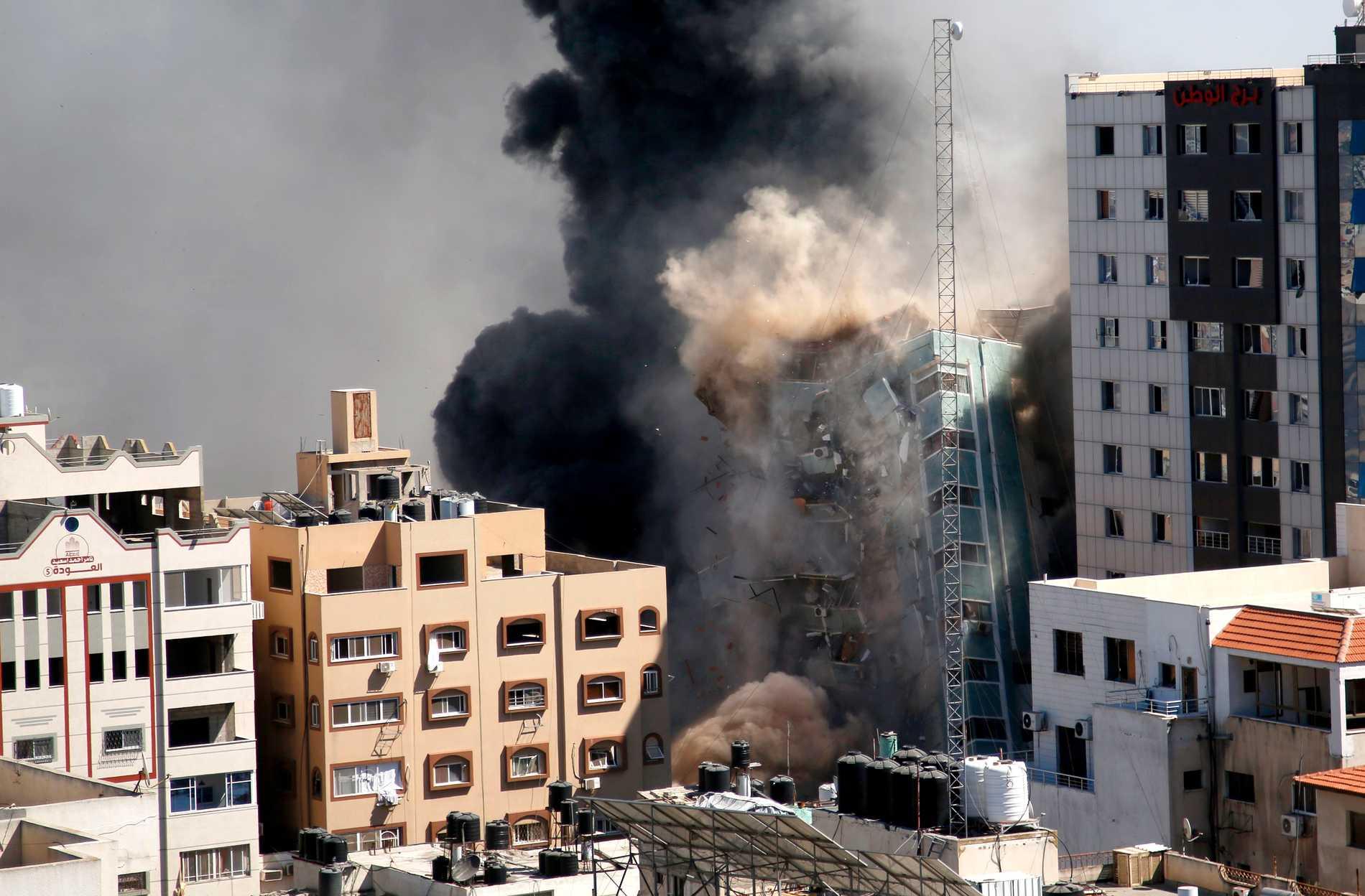 Israel bombade en byggnad i Gaza där flera nyhetsorganisationer hade sina redaktioner.