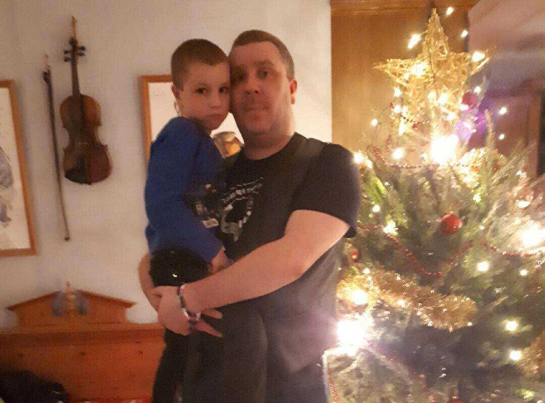 Robert Andersson och sjuåriga sonen Loke brukar bada på badhus ofta.