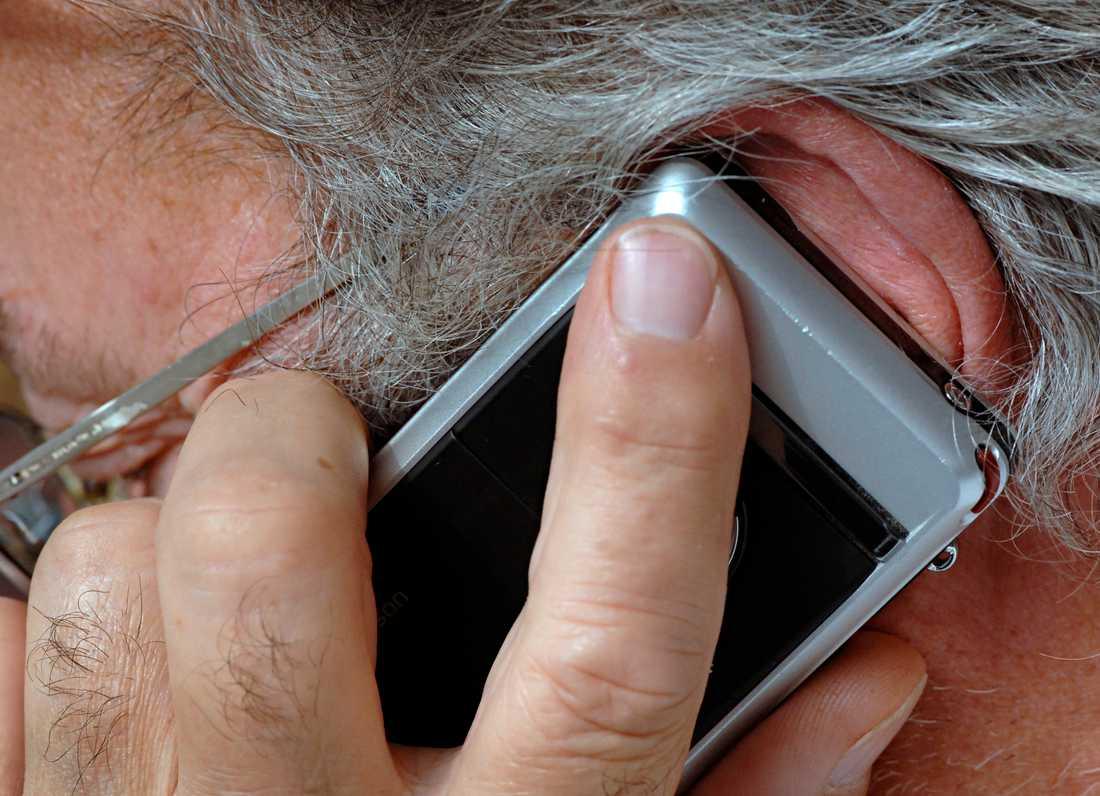 Telefonbedragarna riktar in sig på äldre, och utger sig bland annat för att vara poliser. Arkivbild.