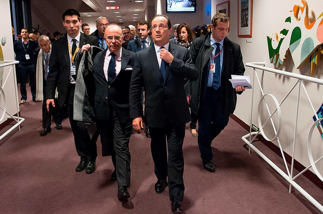 Nådde ingenstans Frankrikes president Francois Hollande och franske ministern för EU-frågor minister Bernard Cazeneuve lämnar EU-högkvarteret i Bryssel med bistra steg. I två dygn hade de förhandlat om EU:s långtidsbudget utan resultat.