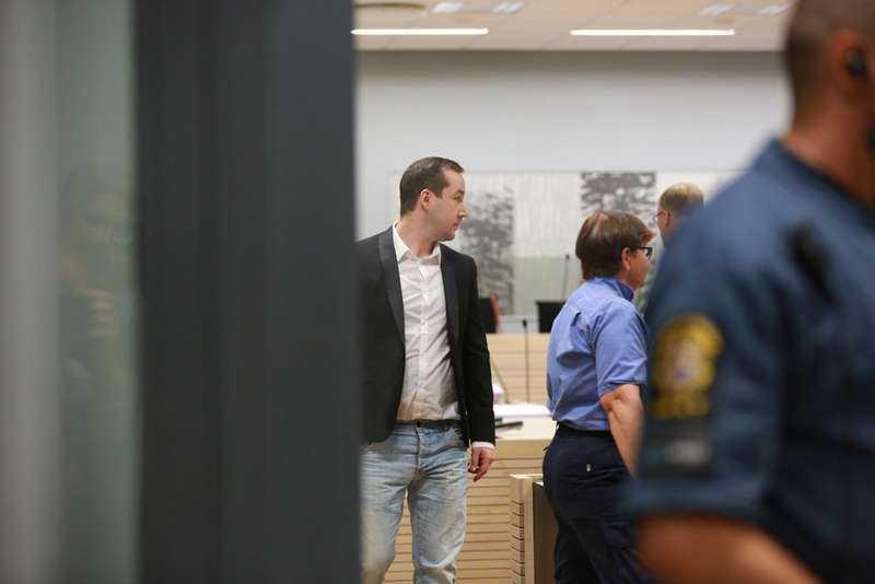 Åtalade I går inleddes rättegången mot nazisten Andreas Carlsson, 33, och den 29-årige man som misstänks för mordförsök. Efter en demonstration i Malmö den 8 mars 2014 fick Showan Shattak livshotande skador. Gärningsmännen utdelade fyra knivhugg i offrens ryggar.
