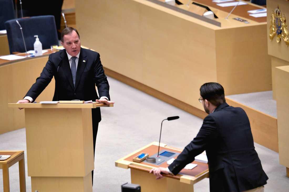 Statsminister Stefan Löfven (S) varnade för polarisering likt den i USA, med kritik avsedd för Sverigedemokraternas Jimmie Åkesson under partiledardebatten.