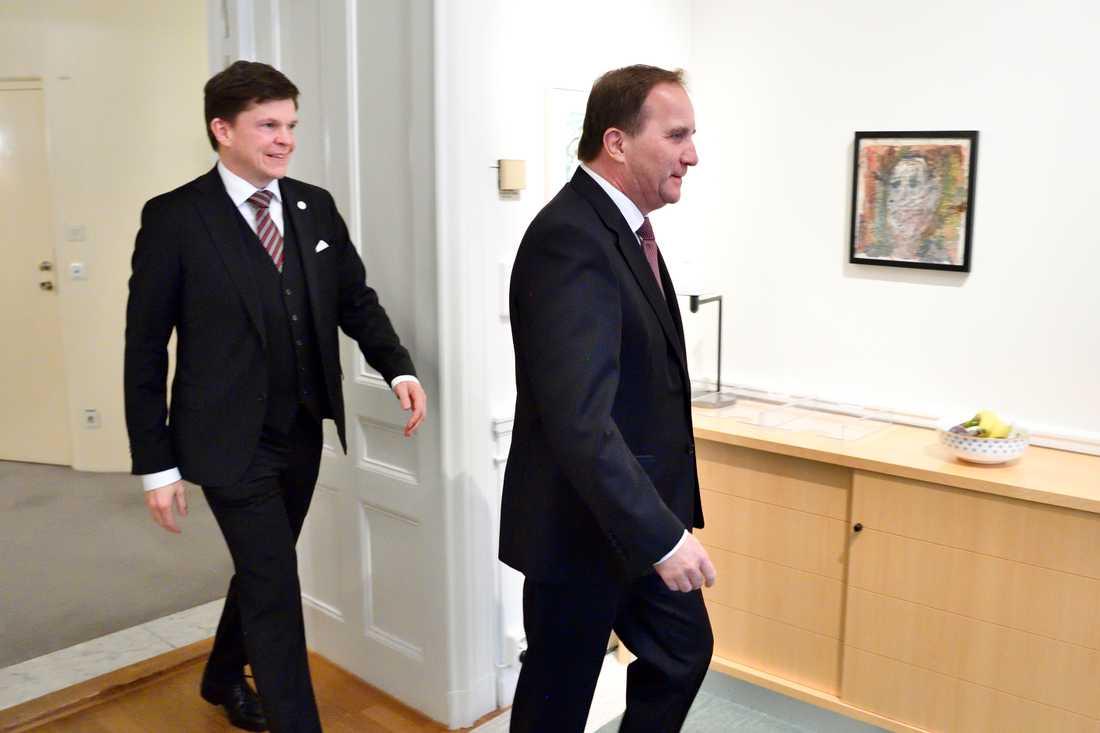 Riksdagens talman tar emot Stefan Löfven.