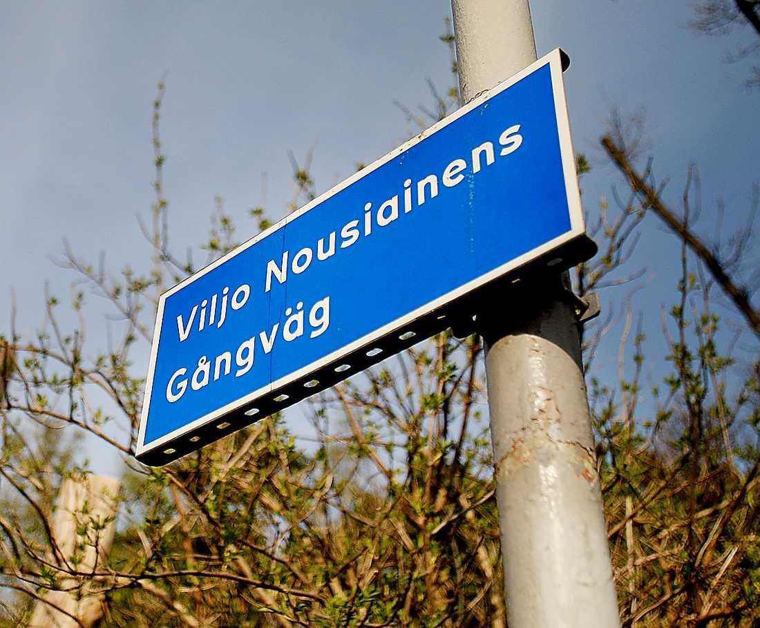 Gågatan utanför friidrottshallen i Göteborg bär den förre tränarens namn.