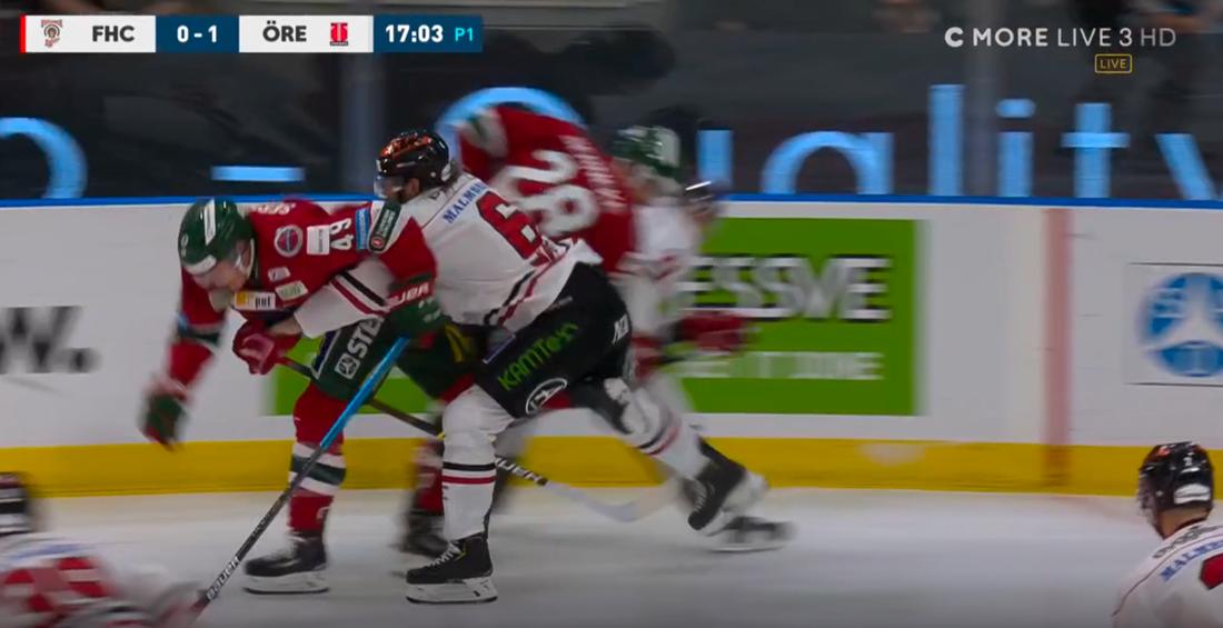 Fasthållning 3: Rasmus Rissanen, Örebro, hinner knappt lägga båda armarna om Ryan Lasch Utvisning, holding 2 minuter.