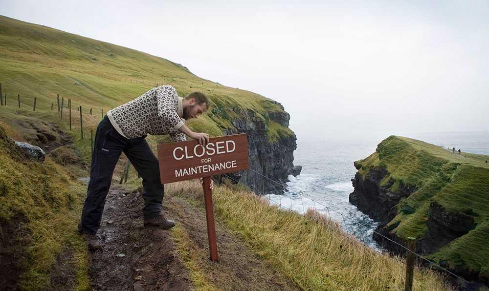 Färöarna stänger för underhåll men är öppen för volontärer den sista helgen i april.