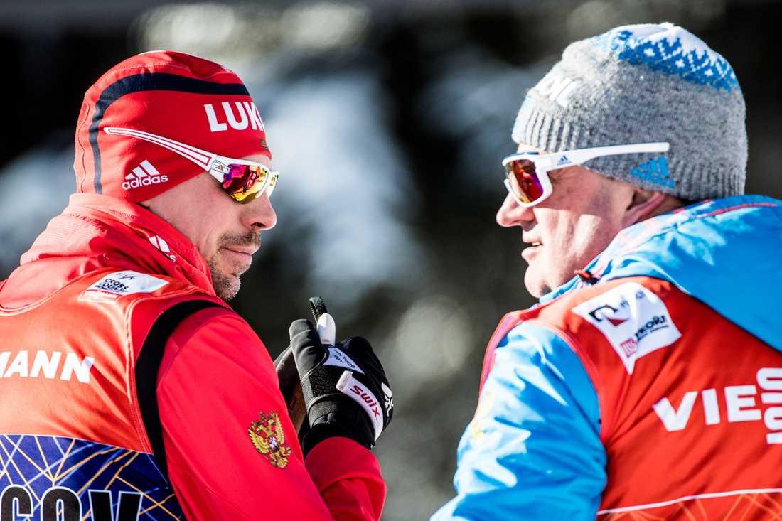 Sergej Ustiugov och Markus Cramer under Tour de ski tidigare i år.