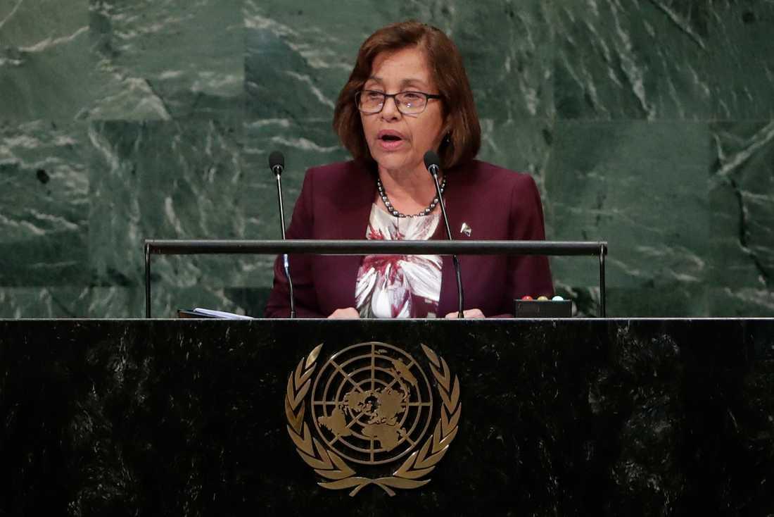 Marshallöarnas president Hilda Heine menar att radikala åtgärder krävs för att rädda landet. Arkivbild.